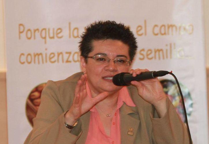 La directora del SNICS, Enriqueta Molina Macías, durante el lanzamiento de la campaña Contra la Piratería de Semillas. (Notimex)