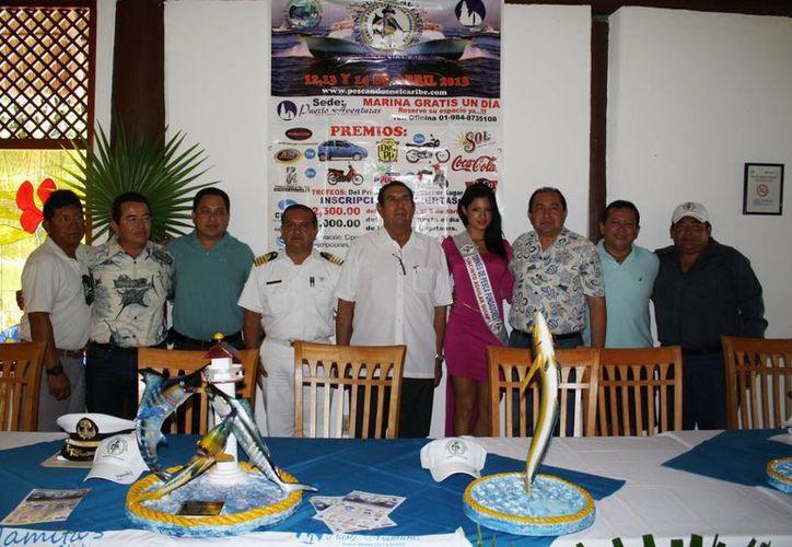 En una rueda de prensa fue presentado el torneo de pesca. (Yenny Gaona/SIPSE)