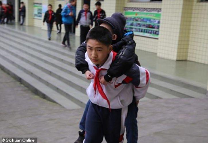 Ze tiene una discapacidad física que le impide caminar. (Internet)