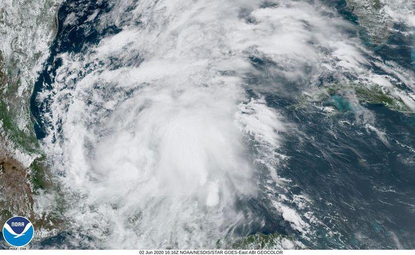 """""""Cristobal"""" se encuentra en el Golfo de México. (facebook.com/NWSNHC)"""