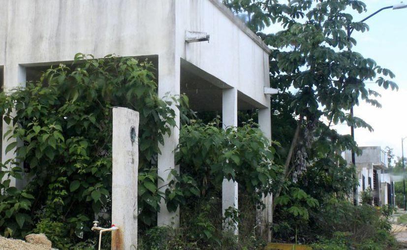 La empresa constructora C-G, S.A. de C.V. no cumplió con la edificación de 200 viviendas. (Harold Alcocer/SIPSE)
