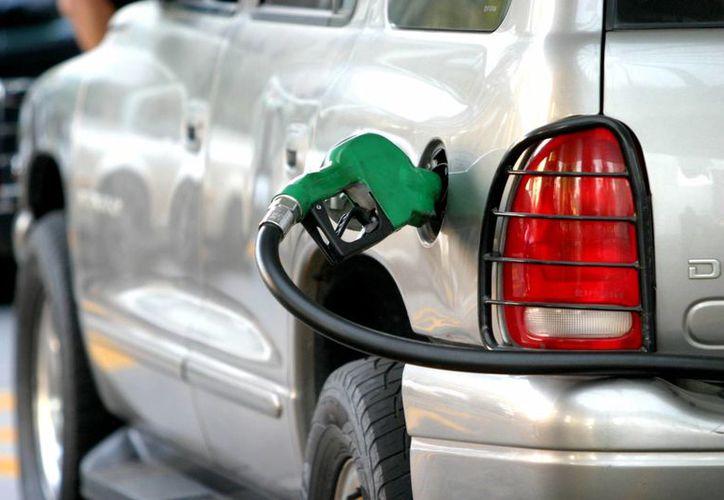 Hay acciones que puedes hacer para que tu automóvil no consuma gasolina 'extra'. (Autologia)