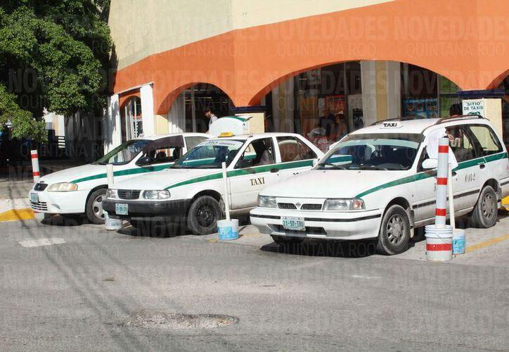 Los taxistas esperan la legalización del servicio a través de una aplicación digital para abandonar el sindicato. (Redacción)