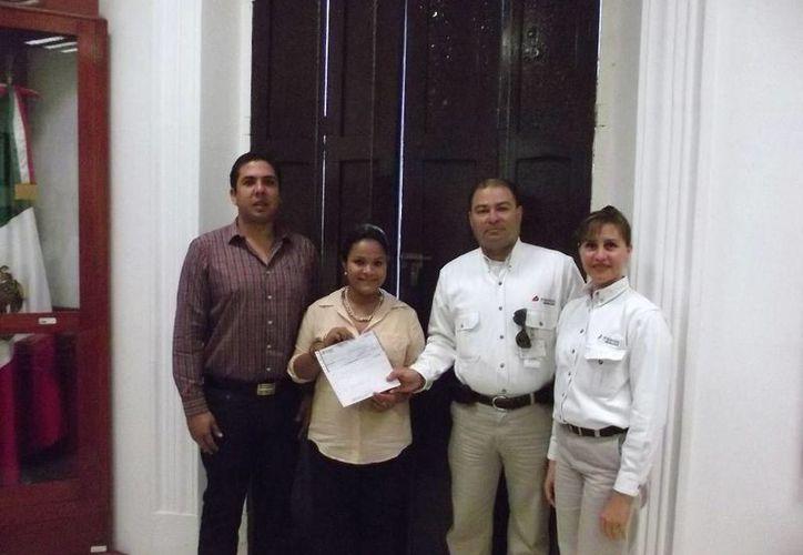 La entrega de los recursos al ayuntamiento de Progreso. (Manuel Pool/SIPSE)