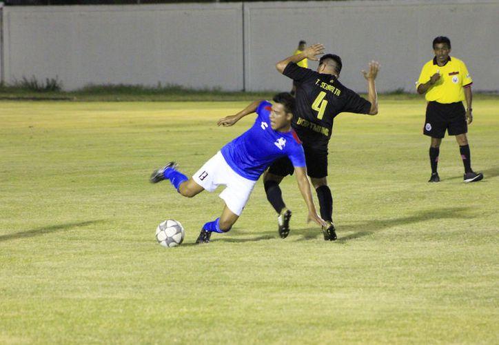 En otro duelo, Deportivo Chihua volvió a la senda del triunfo, al derrotar 6-4 a los Comunicadores. (Miguel Maldonado/SIPSE)