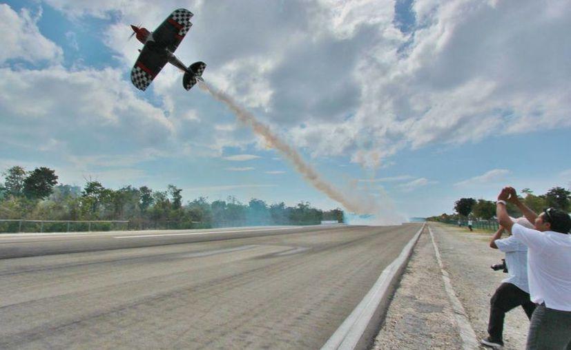 El Aeroshow inicia hoy a las 11 de la mañana y termina el domingo. (Gustavo Villegas/SIPSE)
