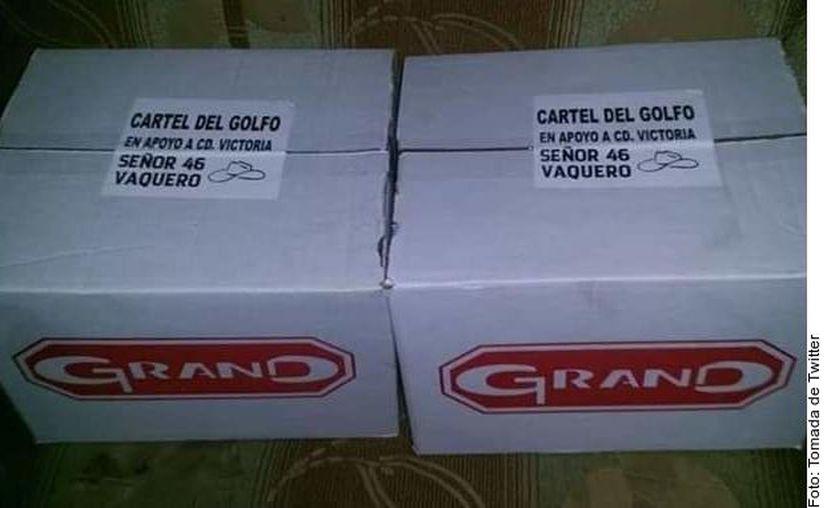Las cajas con despensas fueron repartidas entre pobladores de escasos recursos. (Agencia Reforma)