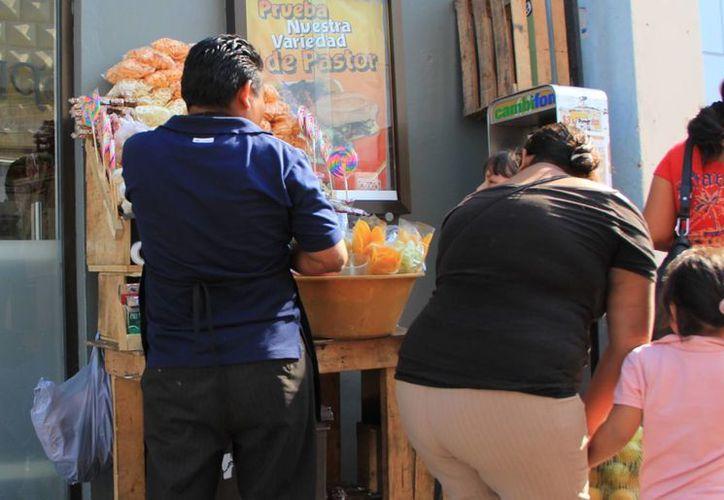 El dirigente de La Concordia agrupa a vendedores de jugos, frutas y verduras. (SIPSE)