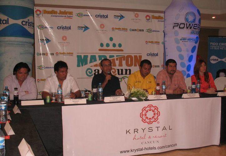Durante una conferencia de prensa anunciaron el maratón. (Raúl Caballero/SIPSE)