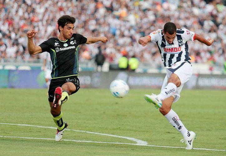 Partido cerrados y de pocas oportunidades que causó más de un bostezo en el estadio Universitario: Santos y Rayados no se hicieron daño: 0-0.