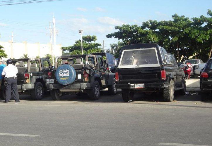 Los dos jeeps fueron liberados luego de que el dueño pagó 50 salarios mínimos de multa por cada vehículo.  (Redacción/SIPSE)