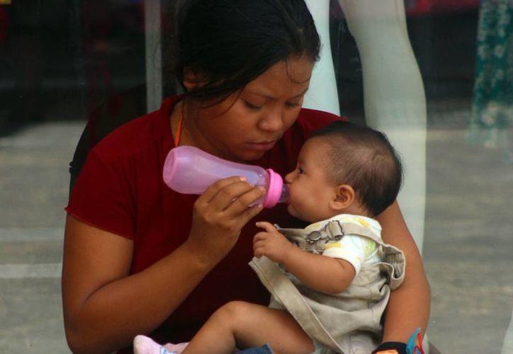 Se les recomienda a los padres evitar que los niños tomen cosas frías, después de haber estado mucho tiempo bajo el sol con el fin de que no contraigan Infecciones Respiratorias Agudas. (Milenio Novedades)