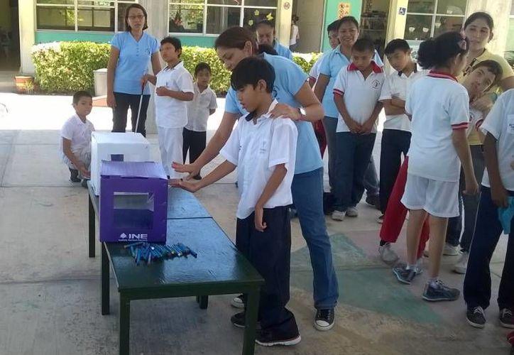 Niños del CAM aprenden a través del proyecto de inclusión del INE la importancia del voto. (SIPSE)