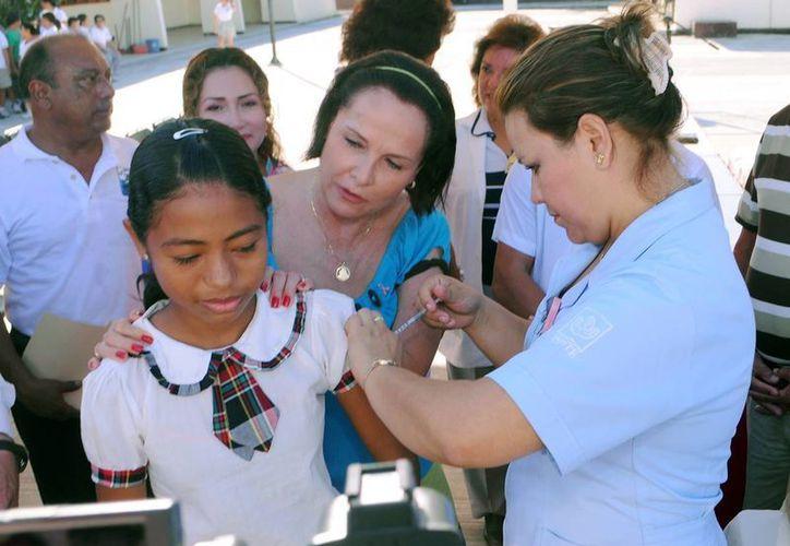Las autoridades de salud pretenden aplicar más de ocho mil vacunas Sabin. (Cortesía/SIPSE)