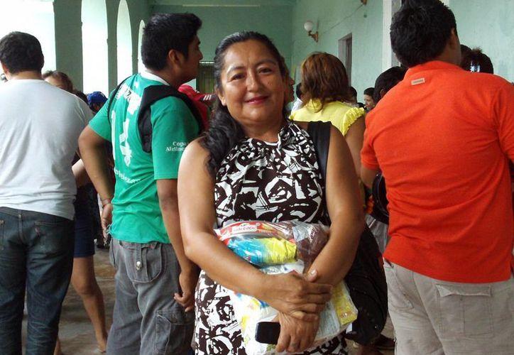 Beneficiarios  de las despensas agradecieron apoyo. (SIPSE)