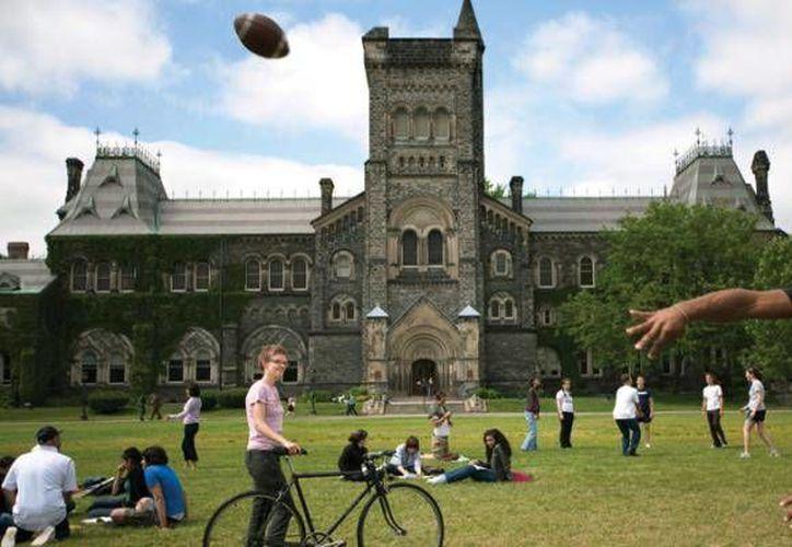 Cada año más de 12 mil estudiantes mexicanos deciden continuar sus estudios en Canadá. (Contexto/Internet)
