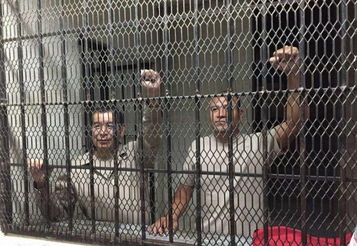 Imagen de los dirigentes de la sección 22 de la CNTE de Oaxaca, Rubén Núñez Ginés, secretario general, y Francisco Villalobos. (A. Pérez Alfonso/jornada.unam.mx)