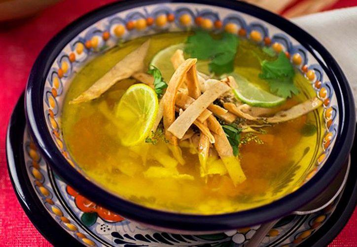 Decora tu sopa com rajas de lima y pedazos de aguacate. (Foto: Contexto/Internet)