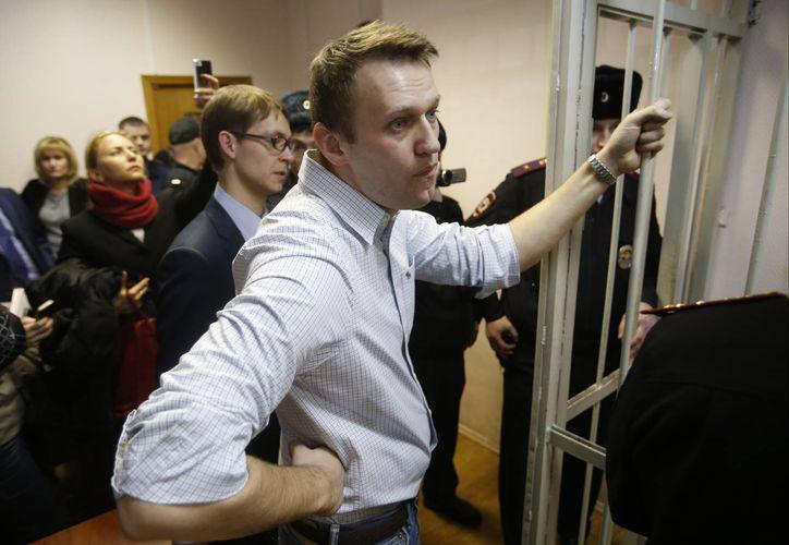 El activista ruso Alexei Navalny de la oposición emprendió una campaña contra la corrupción de Putin fue sentenciado como culpable de fraude. (Agencias)