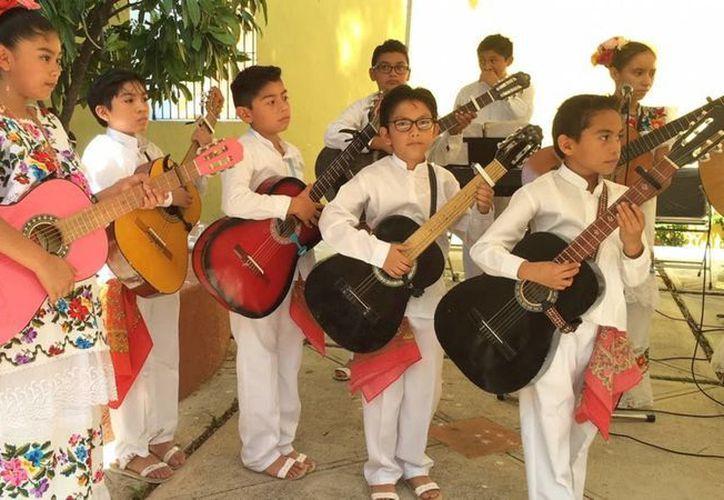 Además de la escuela y la casa, estos jóvenes tienen un compromiso con la agrupación 'Chan Cil', y sobretodo con la música yucateca. (Notimex)