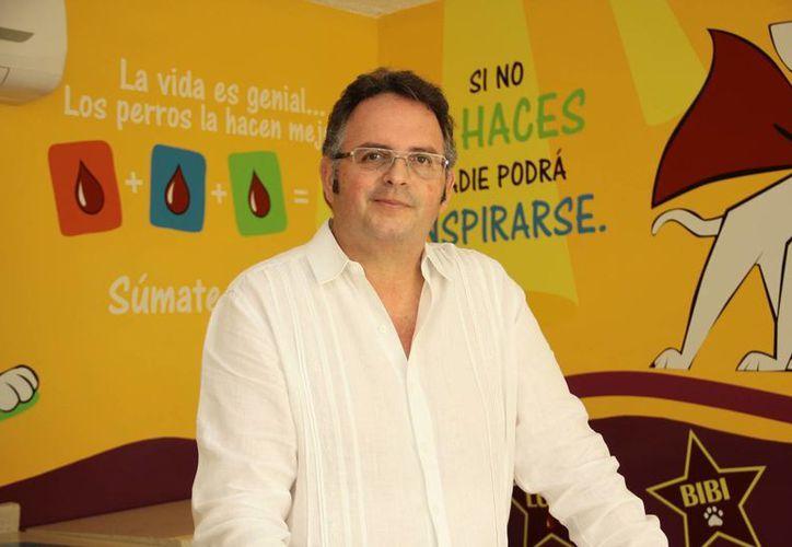 Jesús Magaña Martínez garantizó un proceso adecuado en las transfusiones de sangre en las mascotas. (César González/SIPSE)
