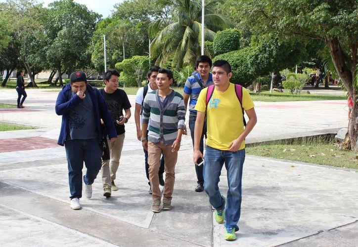 Jóvenes de bachillerato y carreras de nivel superior y posgrado de escuelas públicas tendrán seguro. (Ángel Castilla/SIPSE)