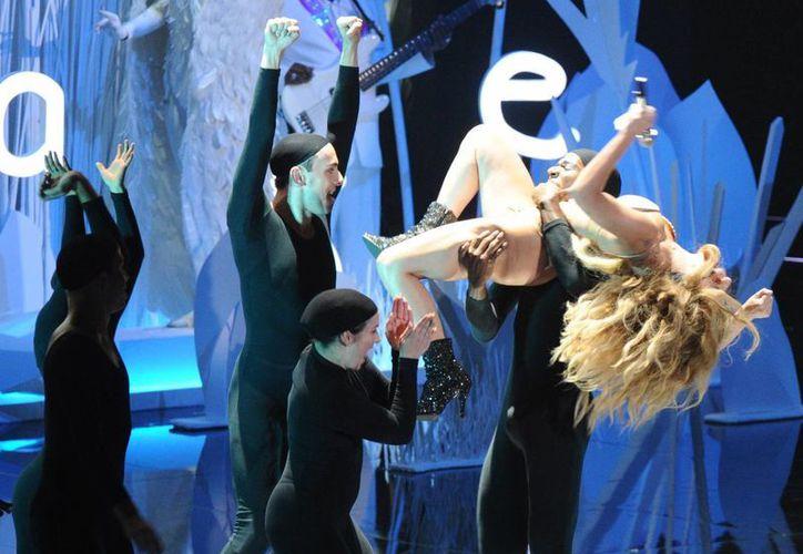 Las actuaciones de Cyrus y Gaga se produjeron en los VMA de MTV, una con baile erótico incluido, y la otra sin casi nada de ropa en el escenario. (Agencias)