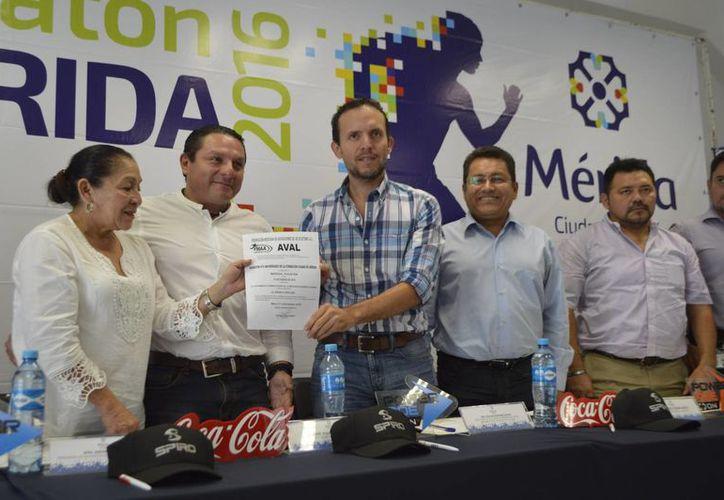 Este jueves se presentó el Maratón Mérida 2016, el cual se realizará el próximo 10 de enero. También habrá una caminata de dos kilómetros. (SIPSE)