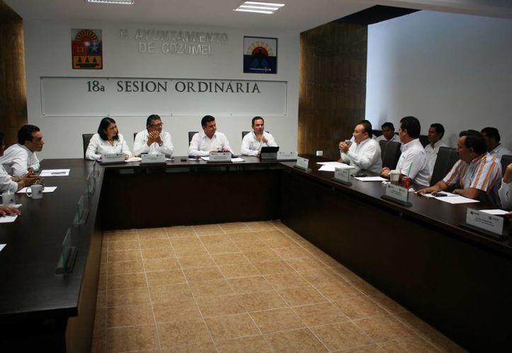 Ayer por unanimidad fue aprobado el Nuevo Bando de Policía y Buen Gobierno de Cozumel. (Irving Canul/SIPSE)