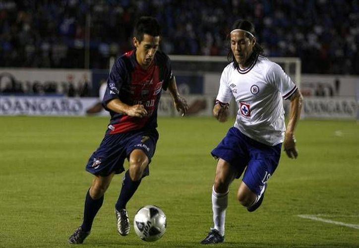Fernando Navarro (i) ha tenido poca participación dentro del terreno de juego en los últimos meses. (terra.com/Archivo)