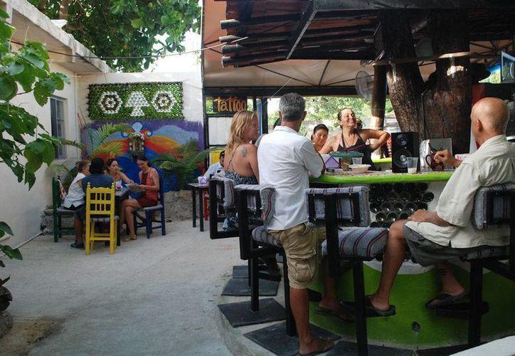 Los comercios y restaurantes que se encuentran lejos del centro de Playa del Carmen, serán los más beneficiados con la aplicación. (Octavio Martínez/SIPSE)