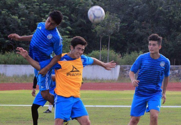 El plantel afina detalles de cara al enfrentamiento contra Venados de Mérida, su primer juego de la temporada. (Raúl Caballero/SIPSE)