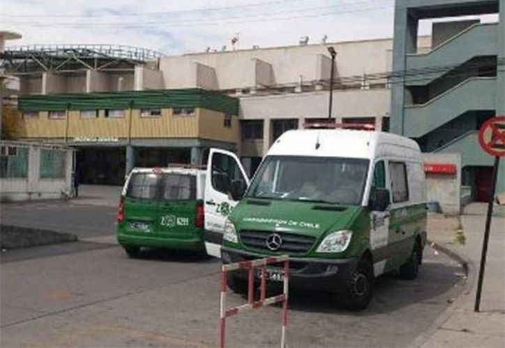 El hombre fue internado en el hospital Barros Luco, al sur de Santiago. (La Tercera)
