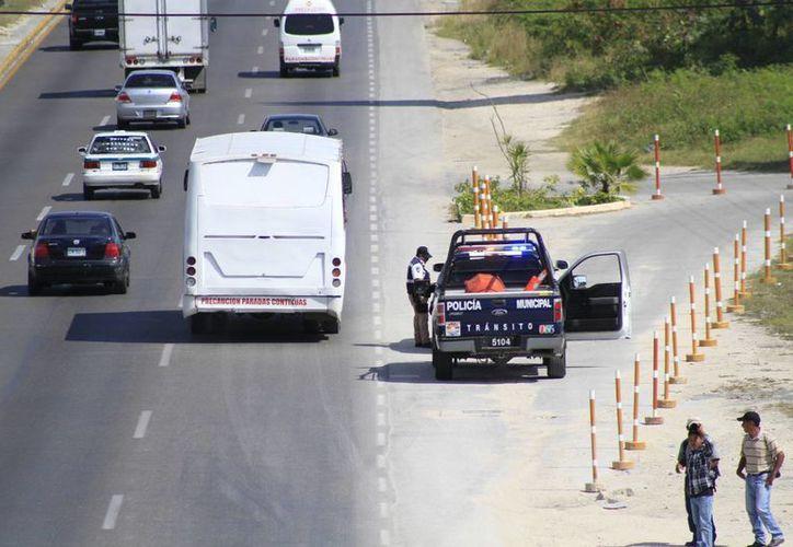 El operativo se realizó en la Niños Héroes con Chac Mool. El segundo retén se instaló en la López Portillo con Puerto Juárez. (Sergio Orozco/SIPSE)