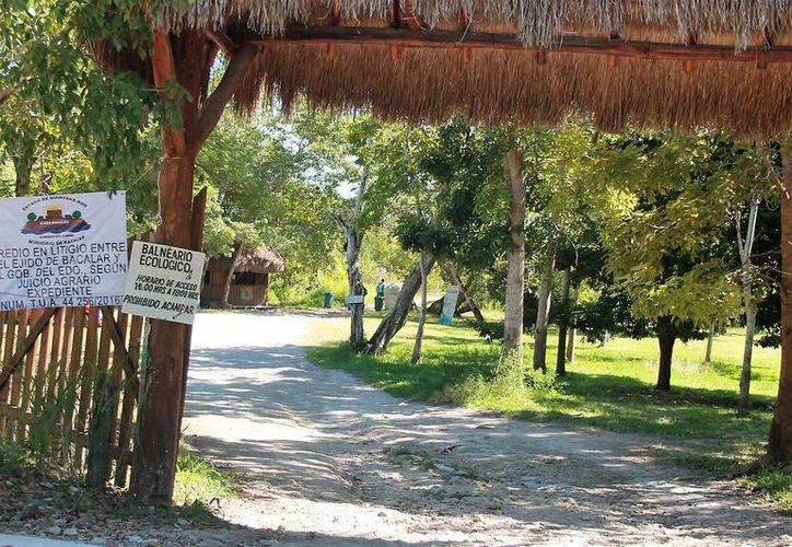 El balneario ecológico fue señalizado por los ejidatarios como parte del juicio agrario, con número T.U.A/44 256/2016. (Javier Ortiz/SIPSE)
