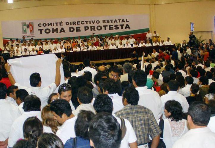 El PRI estuvo de fiesta anoche en el Centro de Convenciones Yucatán Siglo XXI. (Juan Albornoz/SIPSE)