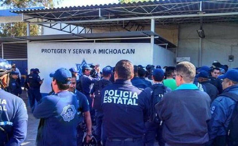 Cientos de uniformados michoacanos  exigen recibir el pago de prestaciones que desde enero la SSP estatal no les ha otorgado. (Milenio/Foto tomada de Quadratín)
