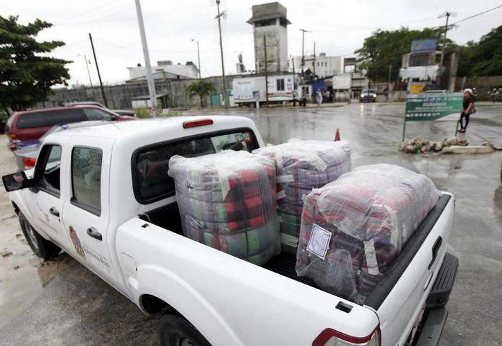 En la cárcel municipal se entregaron un total de 150 cobertores. (Redacción/SIPSE)