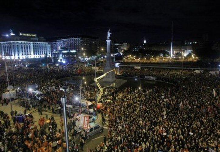 Concentraciones masivas se registraron en las plazas más importantes de Madrid. (Agencias)