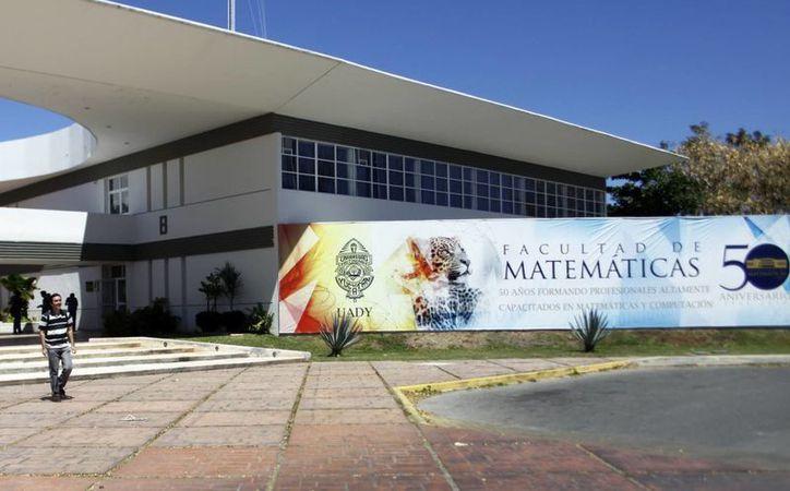 Instalaciones de la Facultad de Matemáticas de la Uady. (Christian Ayala/SIPSE)