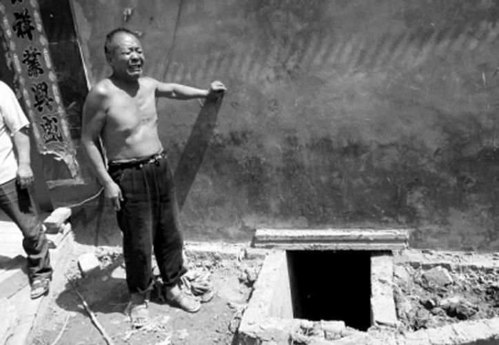 Imagen de la entrada a la fosa séptica donde murieron dos personas. (news.dahe.cn)