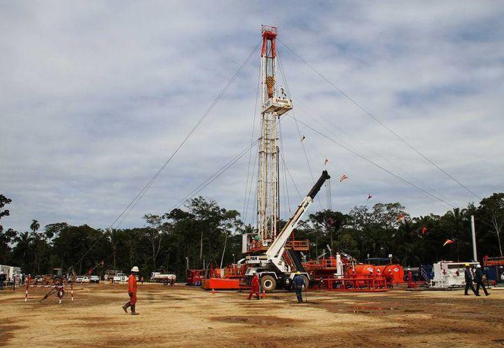 Fotografía cedida por la Agencia Boliviana de Información de la reserva que permitirá triplicar las reservas de hidrocarburos líquidos en Yapacani, Bolivia. (EFE)
