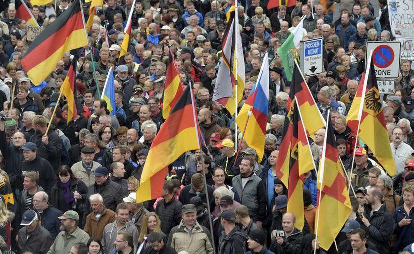 En algunas ciudades de Alemania el ambiente durante el aniversario de la Unificación fue de protestas y rechiflas. (AP/Jens Meyer)