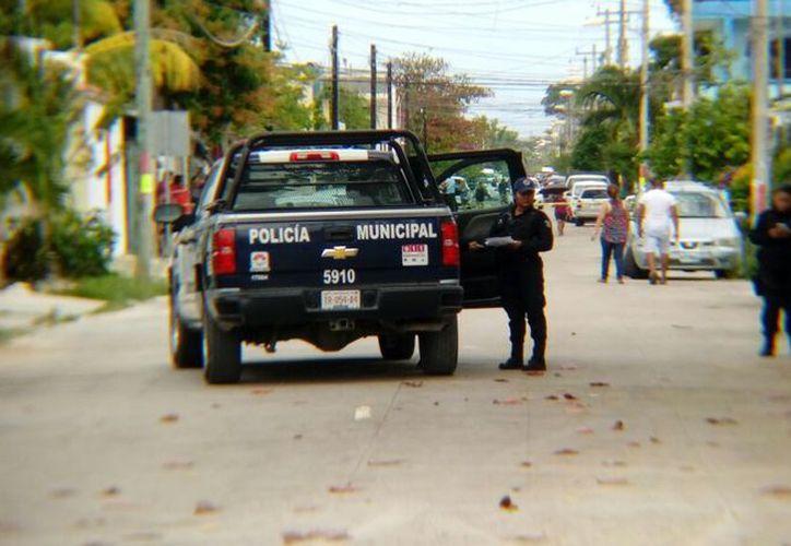 Los primeros respondientes fueron policías municipales, quienes de inmediato acordonaron la zona. (Redacción)