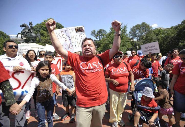 Se estima que más de 14 millones de hispanos radican en California. La imagen corresponde a una manifestación contra las deportaciones masivas en Los Ángeles. (Archivo/Notimex)