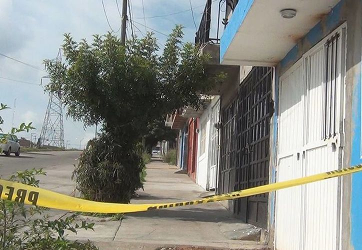La probable responsable del homicidio confesó el crimen y señaló que era un arcángel y que le había sacado el diablo a su mamá. Imagen del lugar del homicidio en Aguascalientes. (Excelsior)