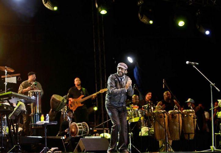 Juan Luis Guerra se comprometió a estar con su público del sur de la entidad para deleitarlos con sus pegajosas melodías. (Redacción/SIPSE)