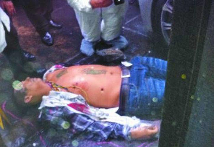 Los vecinos respaldaron la acción de la víctima del asalto. (Milenio)