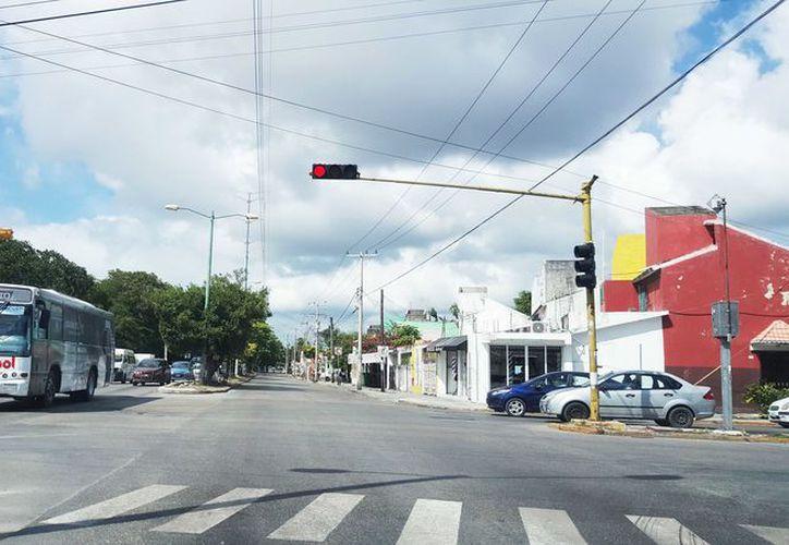 La primera fase del programa de movilidad de la ciudad debe realizar los cambios de semaforización y señalización. (Ivette y Cos/ SIPSE)