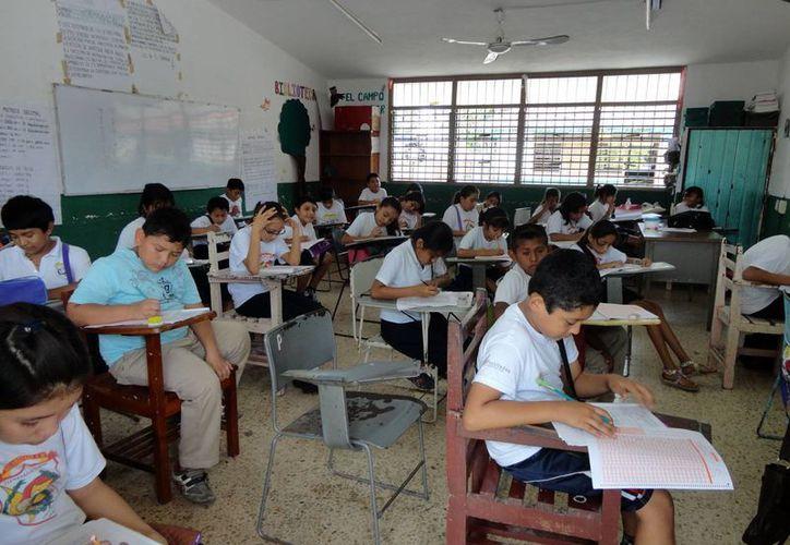 La intensa lluvia impidió que la prueba sea aplicada por algunos estudiantes. (Harold Alcocer/SIPSE)